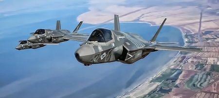 Hai quan Anh trien khai F-35 cho tau san bay moi nhat - Anh 4
