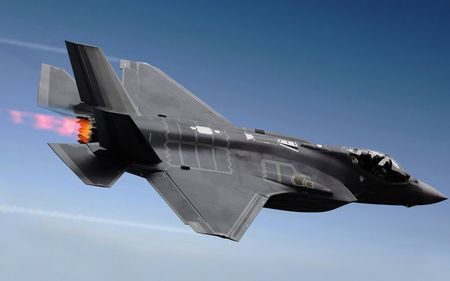 Hai quan Anh trien khai F-35 cho tau san bay moi nhat - Anh 5