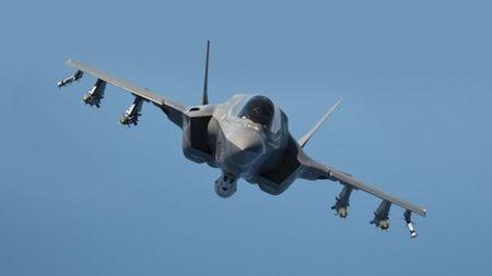 Hai quan Anh trien khai F-35 cho tau san bay moi nhat - Anh 6