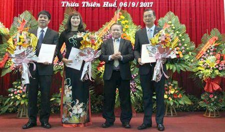 Cong bo quyet dinh bo nhiem cac Pho Giam doc DH Hue - Anh 1