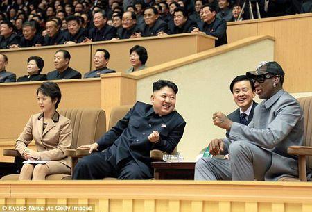 Ban than ong Kim Jong-un ke chuyen 2 nguoi di hat karaoke o Trieu Tien - Anh 1