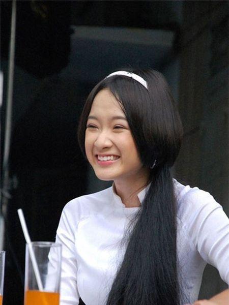 Nhan sac thay doi bat thuong do dao keo qua da cua Angela Phuong Trinh - Anh 3
