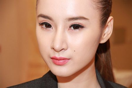 Nhan sac thay doi bat thuong do dao keo qua da cua Angela Phuong Trinh - Anh 7