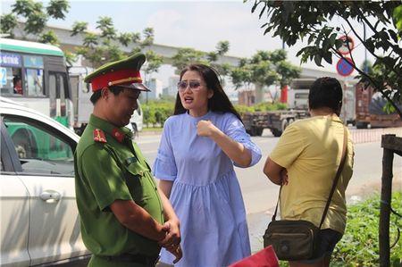 Ngoc Lan lon tieng voi CSGT: Loi ke bat ngo cua nguoi co mat - Anh 1