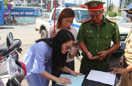 Ngoc Lan lon tieng voi CSGT: Loi ke bat ngo cua nguoi co mat - Anh 4