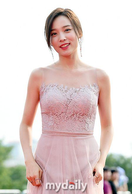 Chang can ho, Park Bo Young van noi bat tren tham do - Anh 6