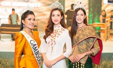 Hoa hau Do My Linh 'lan at' nhan sac Hoa hau Lao va Campuchia truoc ngay thi Hoa hau The gioi 2017 - Anh 1
