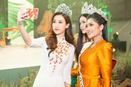Hoa hau Do My Linh 'lan at' nhan sac Hoa hau Lao va Campuchia truoc ngay thi Hoa hau The gioi 2017 - Anh 2