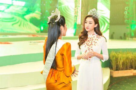 Hoa hau Do My Linh 'lan at' nhan sac Hoa hau Lao va Campuchia truoc ngay thi Hoa hau The gioi 2017 - Anh 3