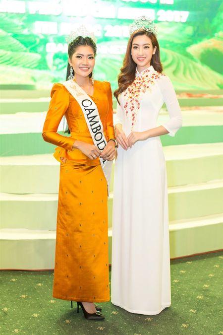 Hoa hau Do My Linh 'lan at' nhan sac Hoa hau Lao va Campuchia truoc ngay thi Hoa hau The gioi 2017 - Anh 4