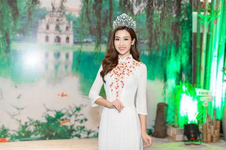 Hoa hau Do My Linh 'lan at' nhan sac Hoa hau Lao va Campuchia truoc ngay thi Hoa hau The gioi 2017 - Anh 5