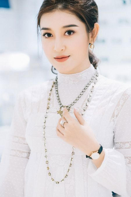 Huyen My chon loat hang hieu chuan bi cho Miss Grand International 2017 - Anh 4