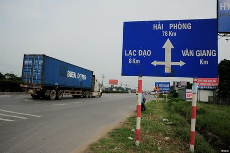 Duong tranh Tram thu phi Van Lam ket cung vi xe tai trong lon - Anh 4