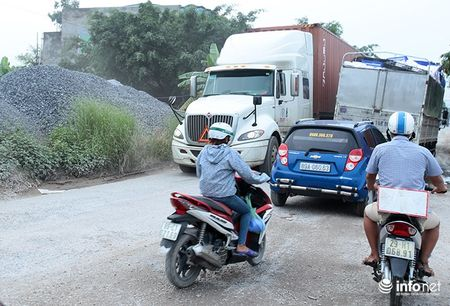 Duong tranh Tram thu phi Van Lam ket cung vi xe tai trong lon - Anh 5