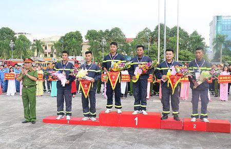 Khai mac Hoi thi the thao nghiep vu cuu nan cuu ho Cum Thi dua so 7 - Anh 1