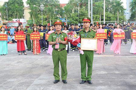 Khai mac Hoi thi the thao nghiep vu cuu nan cuu ho Cum Thi dua so 7 - Anh 2