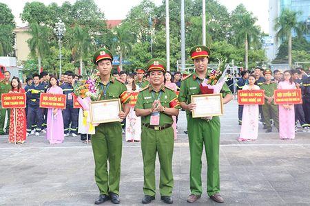 Khai mac Hoi thi the thao nghiep vu cuu nan cuu ho Cum Thi dua so 7 - Anh 3