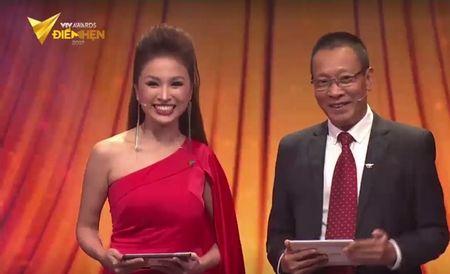 Nguoi phan xu 'vuot mat' Song chung voi me chong o VTV Awards 2017 - Anh 1