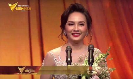 Nguoi phan xu 'vuot mat' Song chung voi me chong o VTV Awards 2017 - Anh 3