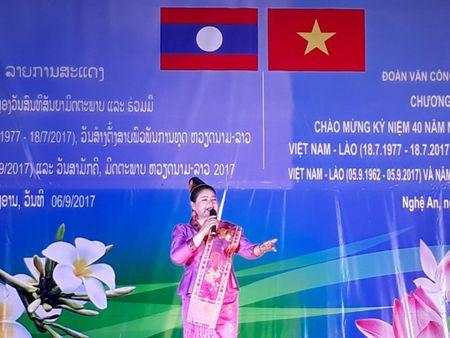 Doan Van cong Quan doi Lao bieu dien o Su doan 324 - Anh 3