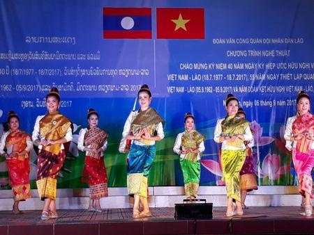Doan Van cong Quan doi Lao bieu dien o Su doan 324 - Anh 4