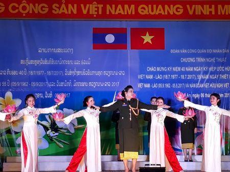 Doan Van cong Quan doi Lao bieu dien o Su doan 324 - Anh 6