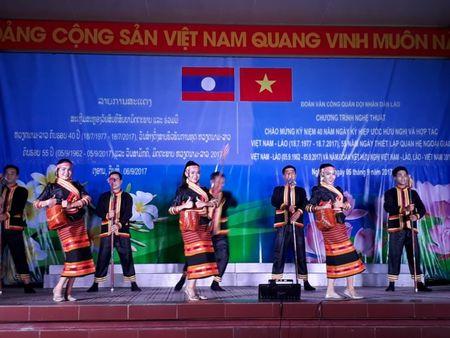 Doan Van cong Quan doi Lao bieu dien o Su doan 324 - Anh 7
