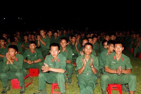 Doan Van cong Quan doi Lao bieu dien o Su doan 324 - Anh 8