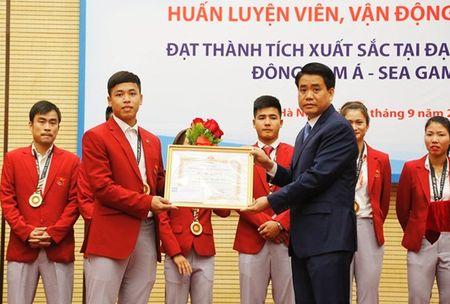 Ha Noi chi hon 3,6 ty dong thuong VDV SEA Games 29 - Anh 1
