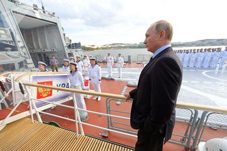 Tong thong Nga Putin thi sat tau ho ve Sovershennyi - Anh 4
