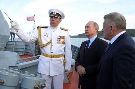 Tong thong Nga Putin thi sat tau ho ve Sovershennyi - Anh 5