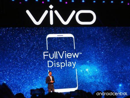 Ra mat Vivo V7+: man hinh khong vien, camera truoc 24MP - Anh 1
