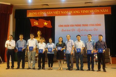 Doan vien Cong doan Van phong Trung uong Dang tham gia hien mau nhan dao - Anh 3