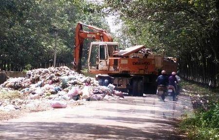 TP Ho Chi Minh: Cach nao xu ly diem tap ket rac o nhiem trong khu dan cu? - Anh 1
