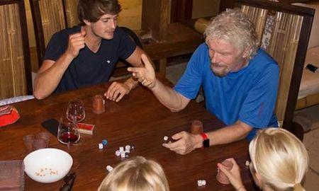 Ty phu Richard Branson tranh sieu bao trong ham ruou - Anh 1