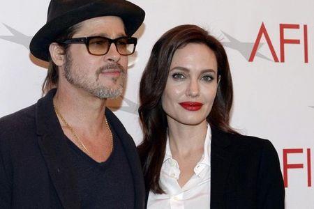 Nhu tro dua: Chua kip mung vi thong tin tai hop, Brad Pitt khien fan 'khoc rong' khi bat ngo day nhanh qua trinh ly hon voi Angelina Jolie - Anh 3
