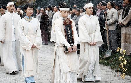 'Nam ay hoa no': Khan gia khoc het nuoc mat nhin Ton Le doi tang trong dam ma Ha Nhuan Dong - Anh 10