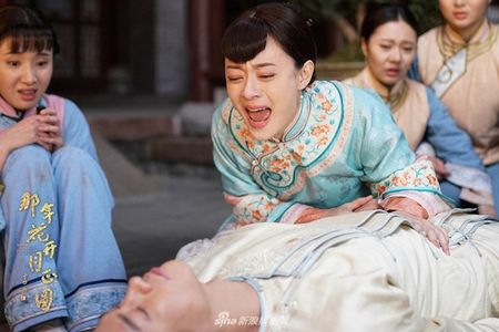 'Nam ay hoa no': Khan gia khoc het nuoc mat nhin Ton Le doi tang trong dam ma Ha Nhuan Dong - Anh 6