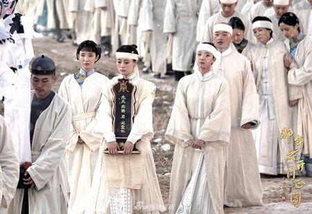 'Nam ay hoa no': Khan gia khoc het nuoc mat nhin Ton Le doi tang trong dam ma Ha Nhuan Dong - Anh 9