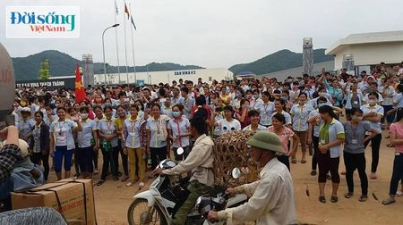 Thanh Hoa: Buc xuc voi doanh nghiep, hang nghin cong nhan dinh cong - Anh 1