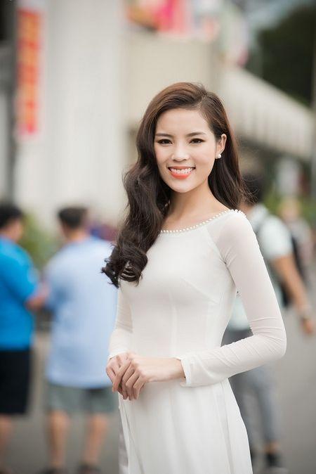 Hoa hau Dang Thu Thao ket hon: Soc truoc su nong nhiet cua hang loat sao Viet, hoa hau, a hau khi gui loi chuc mung - Anh 2