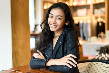 Nu chinh 'Glee': Toi khong the dep nhu Angela Phuong Trinh - Anh 1