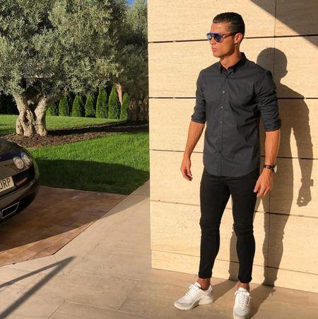 Ronaldo sam them sieu xe the thao Ferrari - Anh 3