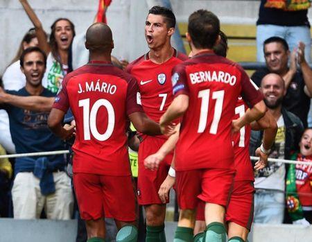 Ronaldo sam them sieu xe the thao Ferrari - Anh 5