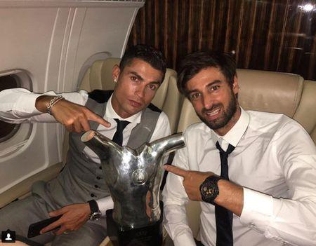 Ronaldo sam them sieu xe the thao Ferrari - Anh 7