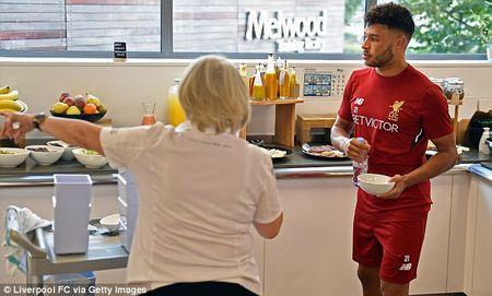 Chamberlain hao hung lan dau tap luyen o Liverpool - Anh 10