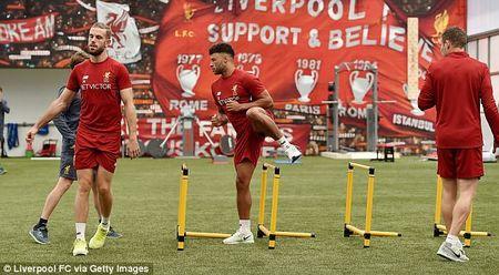 Chamberlain hao hung lan dau tap luyen o Liverpool - Anh 1