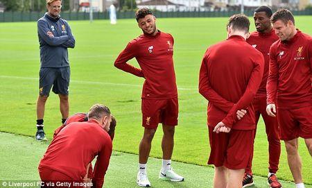 Chamberlain hao hung lan dau tap luyen o Liverpool - Anh 2