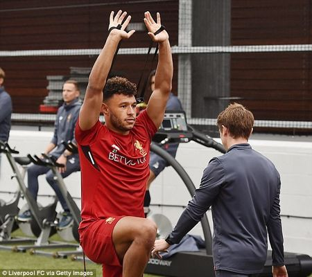 Chamberlain hao hung lan dau tap luyen o Liverpool - Anh 5