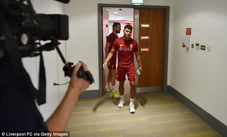 Chamberlain hao hung lan dau tap luyen o Liverpool - Anh 8